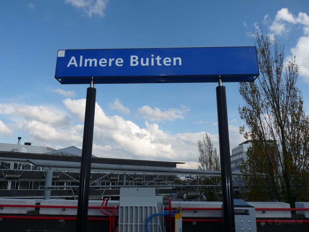 Treinstations Flevoland  Station Almere Buiten   Foto Stationsbord