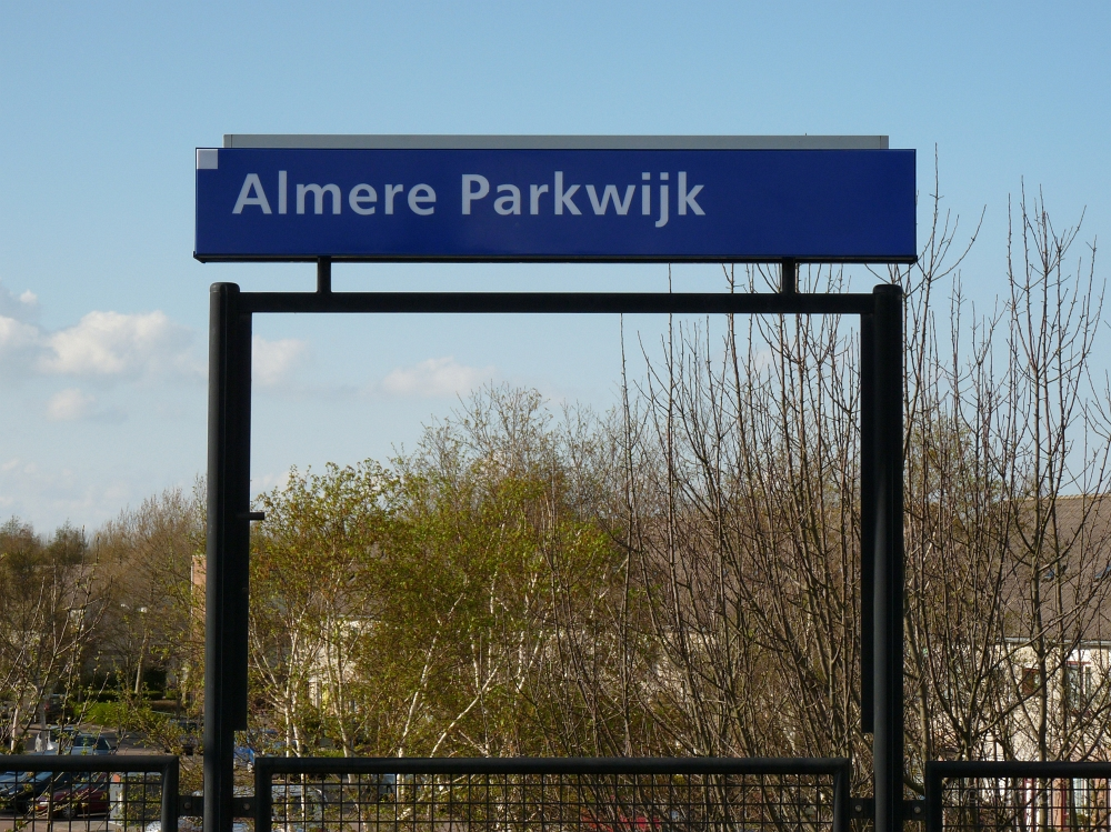 Treinstations Flevoland  Station Almere Parkwijk   Foto Stationsbord