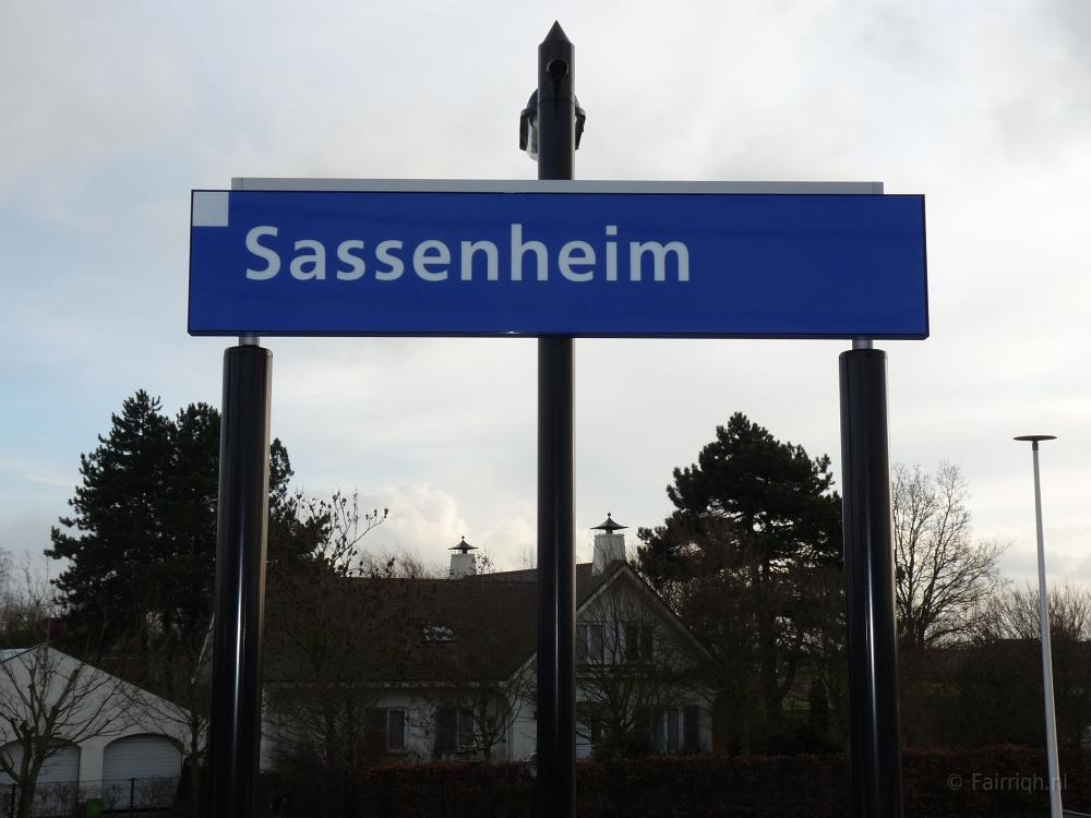 Treinstations Zuid-Holland/Station Sassenheim - Foto Stationsbord